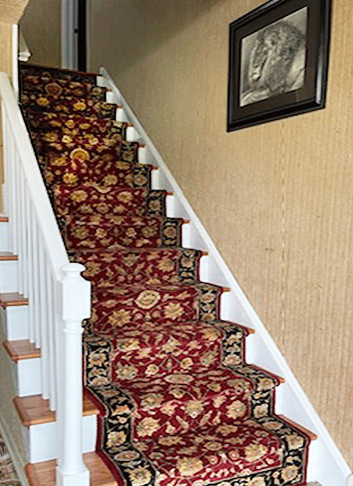 The standard runner width of 2 feet 6 inches conforms perfectly with the standard 36 inch tread (stair) width and required 2 inch leading  on either side.